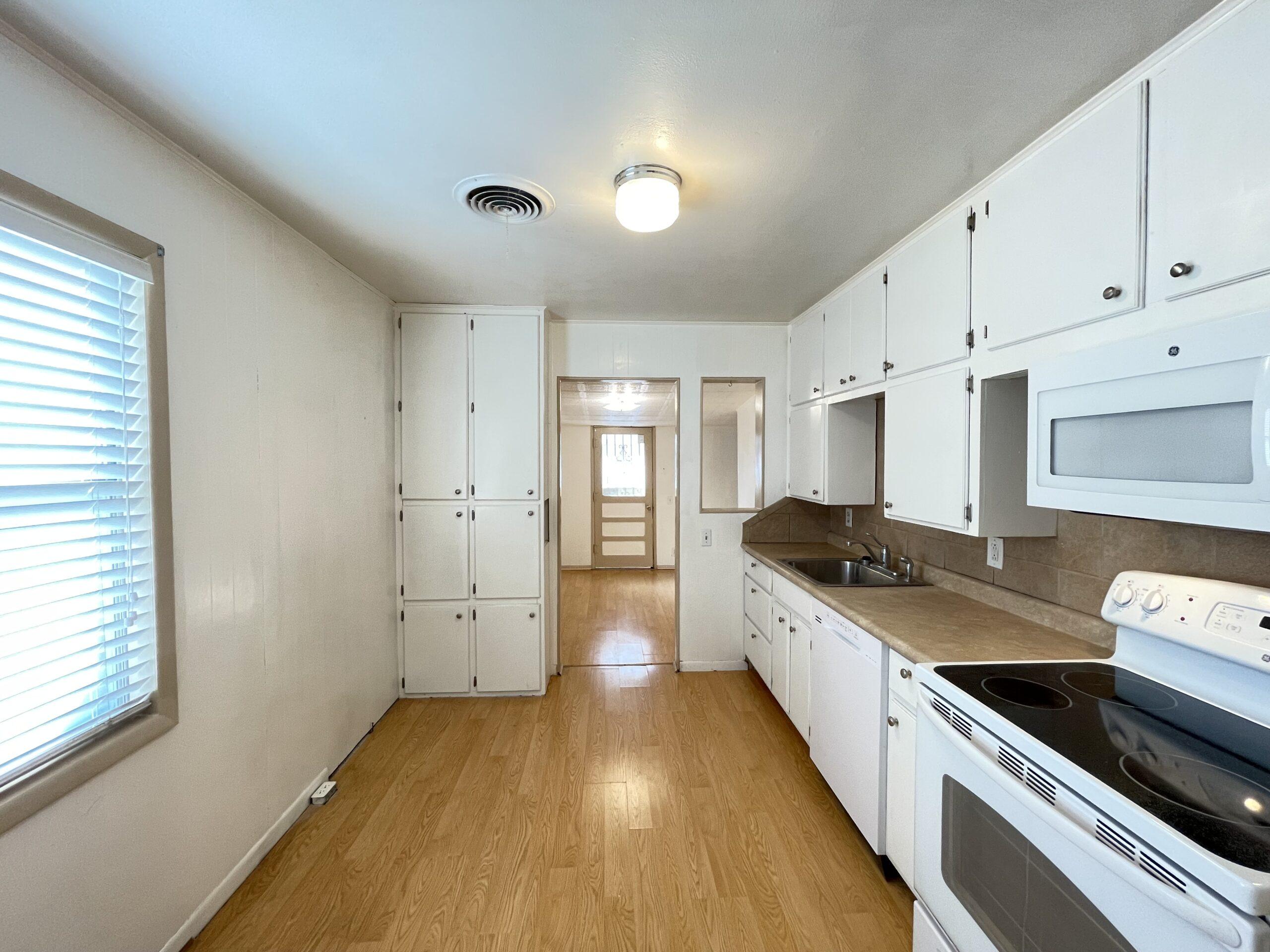1206 Sissom - Kitchen
